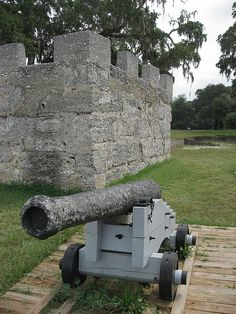 Fort Frederica National Monument, St Simons Island, Georgia, built in 1736 by James Oglethorpe to protect the new colony of Geargia from the Spanish in Florida. Amazing Places On Earth, Beautiful Places, Jekyll Island Georgia, Georgia Islands, Places To Travel, Places To See, St Simon Island Ga, Places Worth Visiting, St Simons Island