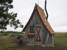 Casa pequeña / Tiny House Recently, I discovered a neat little company based in Minnesota that specializes in building whimsical tiny structures out of reclaimed wood. The company is called Rustic Way and the owner is Dan Pauly. Shed Playhouse, Crooked House, Crooked Tree, Crooked Man, Tiny House Blog, Tree House Designs, Small Space Design, Cottage Homes, Little Houses