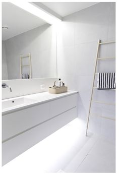 Minimalist bathroom remodel ideas baños blancos modernos, baños modernos, d Bathroom Toilets, Laundry In Bathroom, Bathroom Renos, Bathroom Interior, Small Bathroom, Bathroom Ideas, Bathroom Designs, Light Bathroom, Bath Light