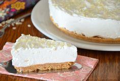 La torta fredda al cocco è un dolce molto buono, ideale da preparare in estate perchè la preparazione di questo dolce non prevede la cottura in forno.