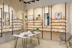 Resultado de imagem para The Counter optics by Raed Abillama Architects Beirut 02 Tienda Pink, Showroom Design, Interior Design, Tienda Natural, Glass Store, Boutique Interior, Boutique Design, Luxury Store, Optical Shop