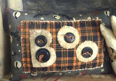 Primitive Halloween decorative pillow BOO by thewoodedlake on Etsy Halloween Sewing, Fall Sewing, Halloween Crafts, Halloween Decorations, Halloween Stuff, Primitive Pillows, Primitive Crafts, Primitive Fall, Primitive Stitchery
