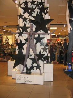 Christmas Store Displays, Christmas Window Display, Salon Window Display, Store Window Displays, Minimalist Christmas, London Christmas, Visual Display, Cardboard Crafts, Window Design