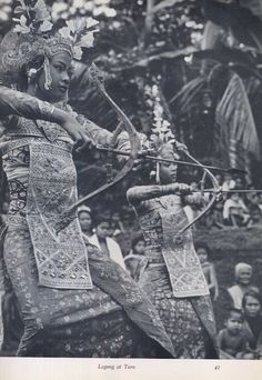 Came across some stunning images from a rare Bali photography book by Philip Hanson Hiss published in Titled 'Girl of Asak' - these… Vintage Pictures, Old Pictures, Old Photos, Bali Girls, Indonesian Art, Dutch East Indies, Filipina, Balinese, Book Photography