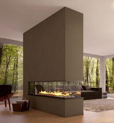 Gaskamin mit drei Sichtseiten als Raumteiler