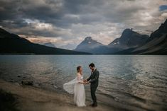 This elopement at Marvel Pass will give you major heart eyes. Photographer duo Grace and Jaden Photography captured this great adventure in Banff. Elopement Inspiration, Wedding Photo Inspiration, Couple Portraits, Wedding Portraits, Elope Wedding, Elopement Wedding, Bella Photography, Mountain Elopement, Anniversary Photos