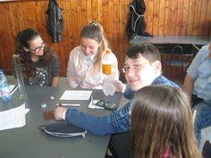 Experiment teamwork by participants at Scoala Gimnaziala 4 Fratii Popeea…