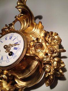 Cartel d'Alcôve en Bronze XIXe, style Louis XV - cartels anciens French Clock, Objet D'art, Alcove, Clocks, Bronze, Display, Decor, Style, Trumpet Instrument