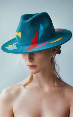 Laura Apsit Livens is one of those artists who have found in some great painters a considerable source of inspiration to reinvent fashion and design. For this elegant collection of hats, the London-based designer was inspired by the vibrant colorful and contrasting graphics of genius artist Henri Matisse.