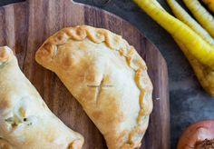Ατομικές πίτσες καλτσόνε Πως να φτιάξετε τη ζύμη. Pizza, Desserts, Food, Tailgate Desserts, Deserts, Essen, Postres, Meals, Dessert
