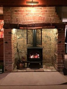 A wonderful #traditional setting for our #jotul F3. They don't make #fireplaces like that anymore! Thanks for the image Raven stoves. Another #happy #customer www.jotuluk.com