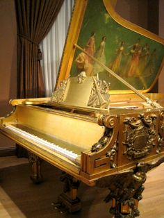 In 1903, Roosevelt had a very grand piano commissioned from Steinway & Sons for the East Room. Steinway commissioned noted Aesthetic artist Thomas Dewing to paint the inside of the gilded case in a patriotic theme which he entitled America receiving the 9 muses.