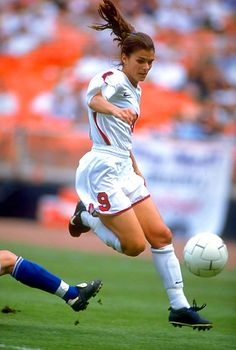 5ed2f2f19ba Mia Hamm -- omg if I could be as good as her Soccer Player Quotes