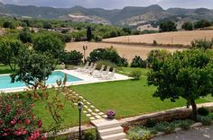 Villa Cozzo Sicily Sleeps up to 12. With a private pool in extensive lawned gardens, this is a lovely villa in the heart of Sicily's baroque area, quietly positioned midway between the Iblean Mountains and Siracusa coast.