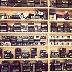 old fashioned cameras as decor through out the wedding