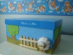 Caixa em MDF com apliques em feltro, opção para guardar lembranças do bebê e enfeitar o quarto.