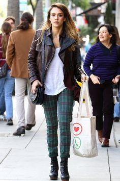 Le pantalon à carreaux de Jessica Alba