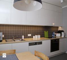 Biało-szara kuchnia - zdjęcie od ZAWICKA-ID Projektowanie wnętrz