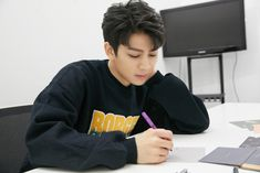 Yunhyeong in your area # Fantasi # amreading # books # wattpad Kim Jinhwan, Chanwoo Ikon, Yg Entertainment, Aka Songs, Bobby, Ikon Member, Ikon Debut, Ikon Wallpaper, Fandom