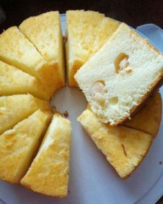 Lychee Chiffon Cake --This world is really awesome. The woman who make our… (hawaiian cupcakes simple) Asian Desserts, Just Desserts, Asian Recipes, Hokkaido Cake, Flan, Lychee Recipes, Ogura Cake, Cake Recipes, Dessert Recipes
