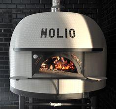 NOLIO piec Stefano Ferrara Napoli Wood Oven, Wood Fired Oven, Wood Fired Pizza, Pizzeria Design, Restaurant Design, Trattoria Italiana, Commercial Pizza Oven, Pizza Project, Fire Pit Pizza