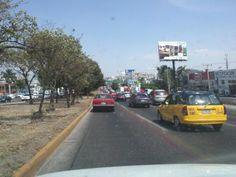 Choque en la salida a Carretera a Chapala provoca largas filas en Av Lázaro Cárdenas  11/05/2012