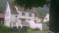 Fra krysset med Haralds gate: Tveito alle' nr. 7 (og 7A)