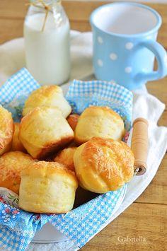 Gabriella kalandjai a konyhában :): Pehelykönnyű sajtos-burgonyás pogácsa