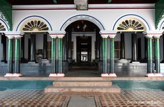 Palaces of Chettinad Chettinad House, Black Heel Boots, Palaces, Mansions, Architecture, House Styles, Interior, Home, Arquitetura