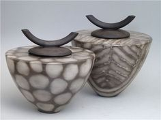 terracotta lidded vessel images - Google Search Clay Box, Raku Kiln, Coil Pots, Ceramic Boxes, Pet Urns, Raku Pottery, Ceramic Techniques, Wheel Thrown Pottery, Pottery Designs
