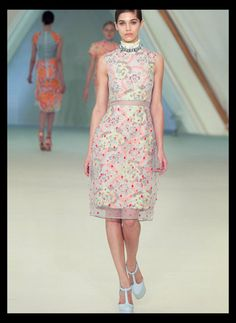 #TopshopPromQueen    Absolutely love the detail in this dress, pretty neon floral pattern with a polka dot mesh skirt. L O V E