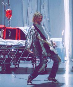Kurt Cobain - Heart Shaped Box music video still Banda Nirvana, Nirvana Songs, Kurt Cobain Photos, Nirvana Kurt Cobain, Pop Punk, Rock N Roll, 25 Years Ago Today, Donald Cobain, Rock Poster