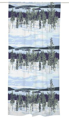 <p>Muonio-valmisverhon maanläheinen talvikuosi on Riina Kuikan suunnittelema. Luontomaisemaa koristavat kuuset ja koivun rungot, ja puiden ympäriltä löytyy monia, vahvoja suomalaisia elementtejä: metsä ja lumi – kinoksi