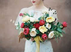 Magical garden roses: http://www.stylemepretty.com/2015/06/10/southwestern-floral-inspiration-from-bows-arrows-workshop/ | Photography: Heather Hawkins - http://www.heatherhawkinsphoto.com/