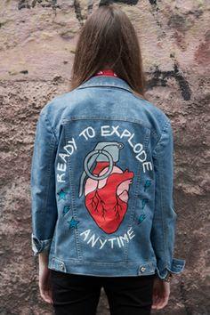 """The Grenade. Jaqueta jeans pintada a mão e inspirada no filme editorial """"The Grenade"""". Hand painted denim jacket. Inspired in the short film """"The Grenade""""."""