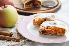Strudel di mele o apfelstrudel, tipica ricetta altoatesina.    #apple #ricetta #recipe #strudel