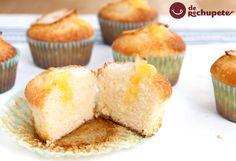 En casa son un recurso perfecto para los desayunos, pero si además enriquecemos estos pequeños bizcochos, podremos disfrutar, no sólo de un dulce sabroso, sino de un pequeño pastel elaborado de forma súper sencilla.