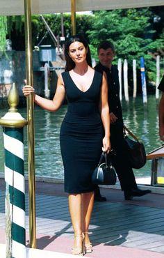 Моника Белуччи в платьях