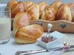 Pains au lait extra moelleux. Recette de cuisine ou sujet sur Yumelise blog culinaire. Voilà une recette inratable de pains au lait tellement légers (peu de sucre et de beurre) et tellement moelleux qu'après l'avoir testée on ne peut plus en acheter !