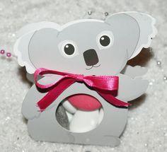 Contenant à dragée : Boîte Koala  http://www.drageeparadise.fr/contenant-dragees-vide_29_contenant-dragee-bapteme-en-carton_boite-koala__43_1.html