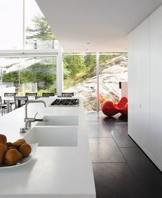 white corian worktop Designer: Architecture, design, Pat Hanson, Photographer: Michael Graydon  Source: House & Home July 2011 issue  Products: Corian countertop, Bob Westcott.  Imagine living with such natural beauty...