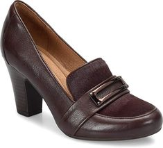 Luxe texture lends a modern look to these leather pumps--making them a wardrobe essential. From Sofft. Interview Shoes, Sneakers Fashion, Fashion Shoes, Fashion Black, Fashion Women, Sofft Shoes, Walk In, Heeled Loafers, Dress And Heels