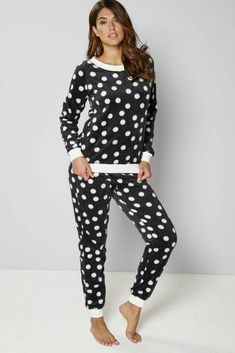 b61b96afa2c Size UK The cuffed hems and waist conserve heat and stop your pyjamas  riding up.