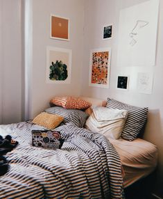 These rooms boast mid-century modern bedroom des. These rooms boast mid-century modern bedroom design and are just as sleek and stylish as you& expect. Home Decor Bedroom, Interior Design Living Room, Bedroom Inspo, Master Bedroom, Diy Bedroom, Long Bedroom Ideas, Trendy Bedroom, Mens Room Decor, Bedroom Brown