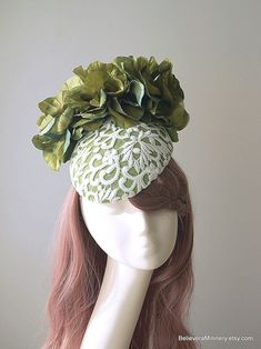 Green Hat White Lace Silk Flowers Straw Beret Sinamay Wedding Spring Racing Carnival Party Special Occasion Melbourne Cup Kentucky Derby Spring Racing Carnival, Metal Comb, Melbourne Cup, Green Hats, Lace Silk, Green Silk, Kentucky Derby, Beret, Silk Flowers