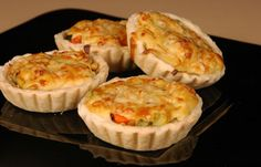 Tasty Food Recipes: Meat tart with bechamel sauce recipe Sweets Recipes, Cake Recipes, Cooking Recipes, Desserts, Party Finger Foods, Finger Food Appetizers, Bechamel Sauce, Food And Drink, Yummy Food