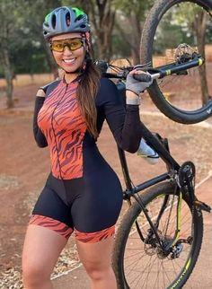 Pernas Sexy, Cycling Girls, Bicycle Girl, Bike Style, Biker Girl, Athletic Women, S Girls, Sport Girl, Fitness Women
