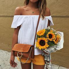 "Julie Sariñana on Instagram: ""Sunflower girl. """