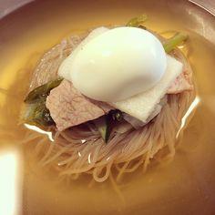 冷麺!yummy! 삼원가든 냉면! 깊이는 평양면옥에 뒤질 수는 있어도 달달하고 맛나게 먹기엔 최고!!! #cold #noodle #Korean #Food #instafood #Seoul #Korea #yummy #Asian #冷麺 #冷たい #韓国 #韓国料理 #料理 #ソウル #美味しい #本場 #먹스타그램 #냉면 #평양냉면 #삼원가든 #물냉면 #맛집 #여름 #summer #夏
