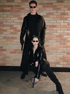 Halloween costume Matrix Neo and Trinity Halloween costume Hot Couple Costumes, Cool Couple Halloween Costumes, Original Halloween Costumes, Celebrity Halloween Costumes, Hallowen Costume, Halloween Kostüm, Costumes For Women, Halloween Recipe, Women Halloween